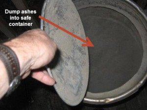 Dump Weber One Touch Ash Pan